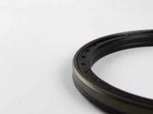 Diametru interior: 65 mm Diametru exterior: 92 mm Inaltime 1: 10 mm Inaltime 2: 15 mm Material: FPM (cauciuc fluorurat)